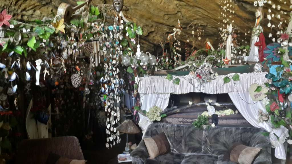 A local woman had got a sign from the God to move to this cave around 15 years ago. After that, more than ten people have moved to the cave with her. They don't work but they fund their simplistic living by introducing the cave for occassional tourists.